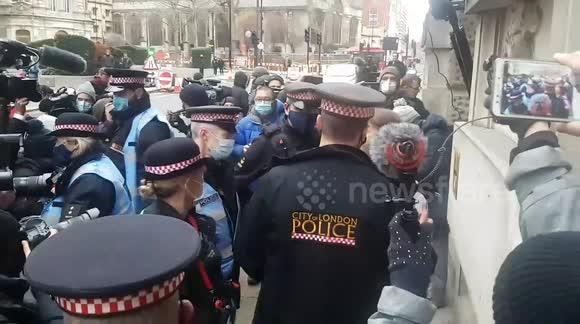 L'attribut alt de cette image est vide, son nom de fichier est city-of-london-police.jpg.