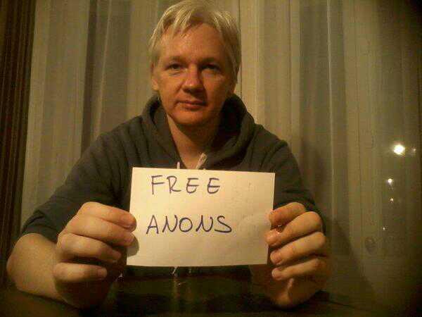 L'attribut alt de cette image est vide, son nom de fichier est Julian-Assange-captivite.jpg.