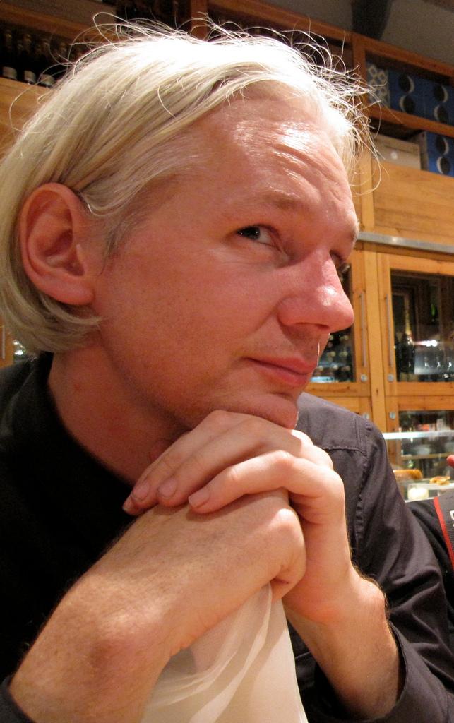 L'attribut alt de cette image est vide, son nom de fichier est Julian_Assange.jpg.