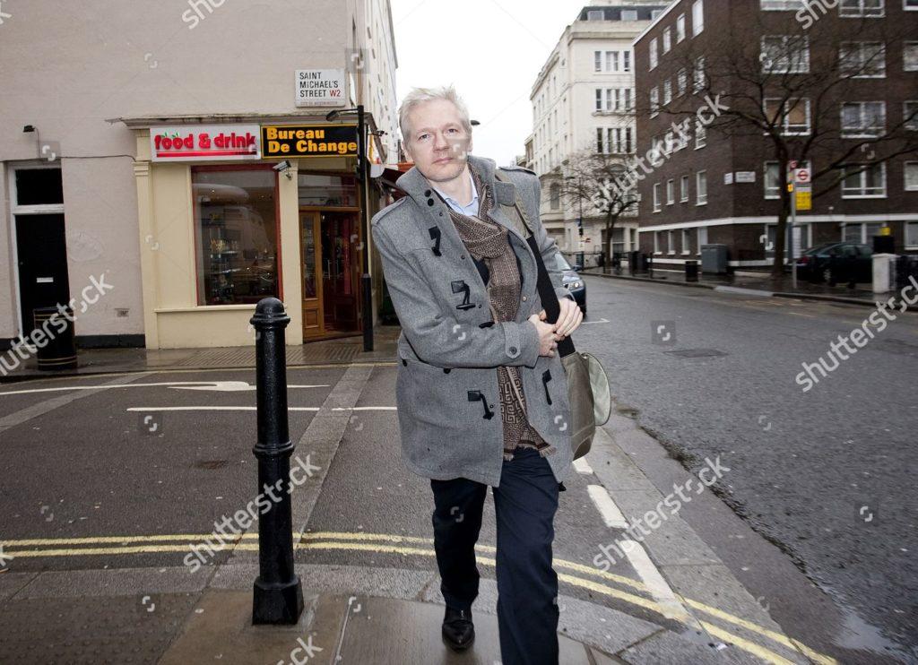 L'attribut alt de cette image est vide, son nom de fichier est julian-assange-press-conference-at-frontline-club-london-britain-shutterstock-editorial-1271286b-1024x742.jpg.